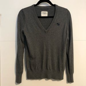 Women's Abercrombie and Fitch Grey V-neck Sweater